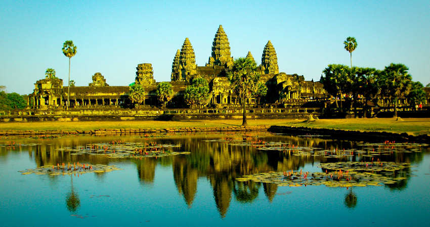 2-Day Best of Angkor Wat and Tonle Sap Lake Tour