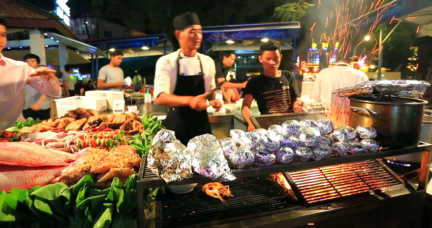 Siem Reap Evening Street foods, Night Market and Pub Street by Tuk Tuk