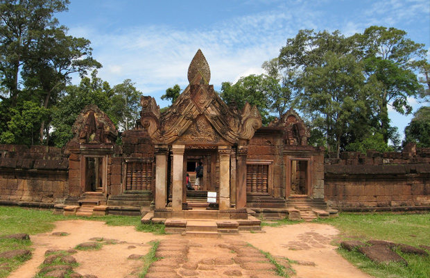 Full-day Banteay Srei, Preah Dak, and Temples Tour from Siem Reap