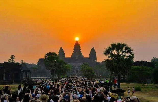 Angkor Wat Tour from Sunrise by Tuk Tuk