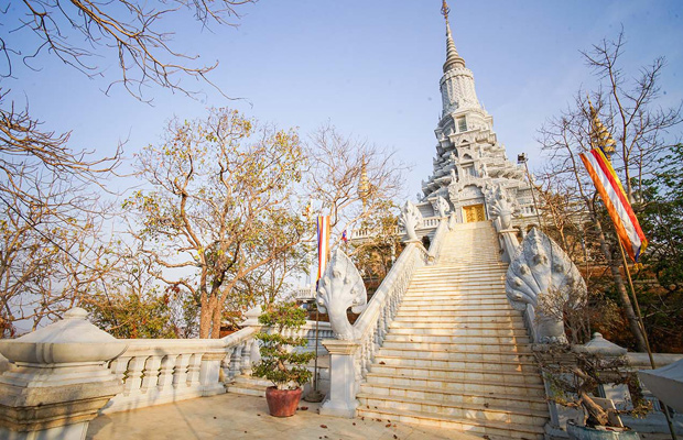 Full-day Private Oudong Tour and Tonle Sap River Cruise from Phnom Penh